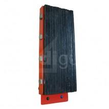 Butoir de quai renforcé à lamelles caoutchouc verticales